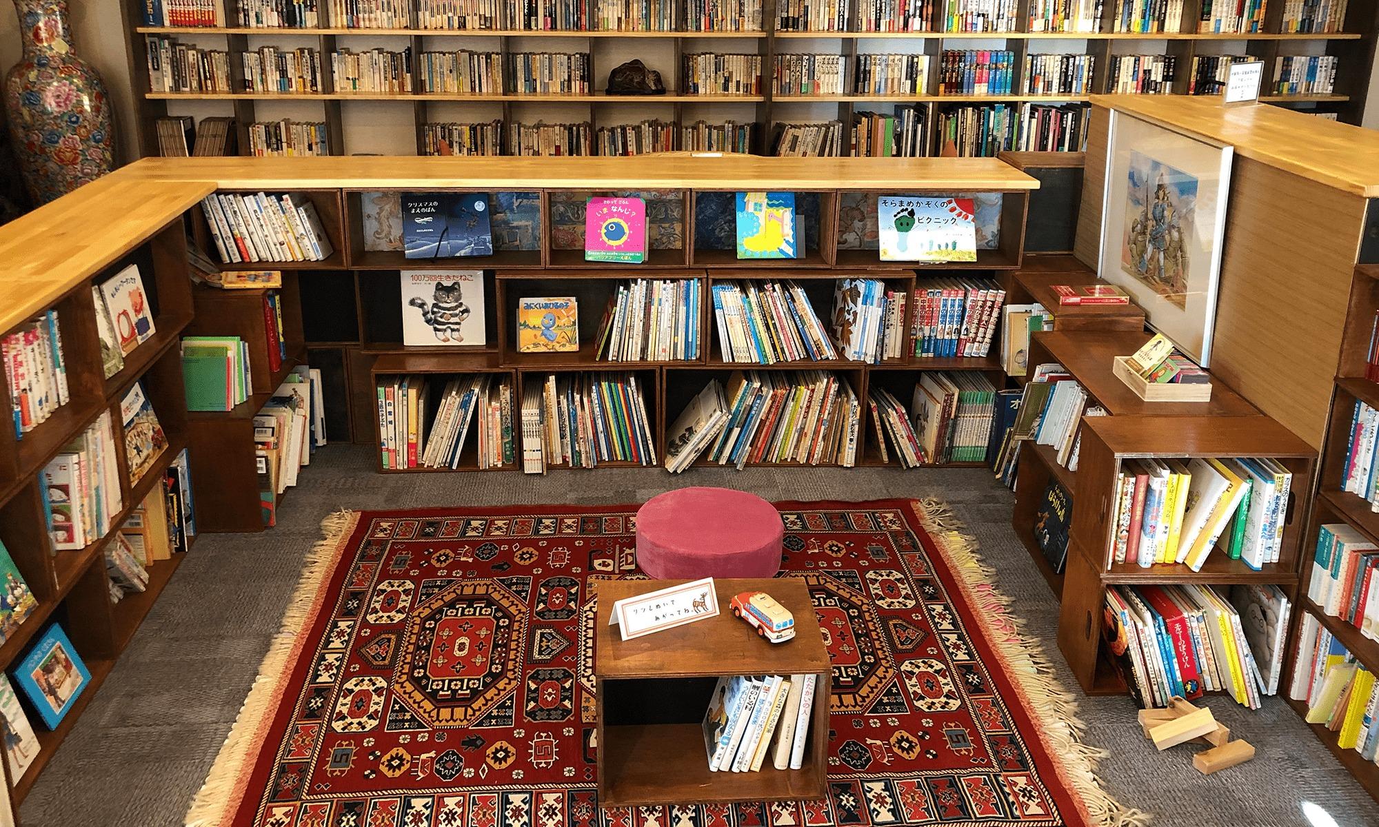 1万冊の本「旅行人山荘」